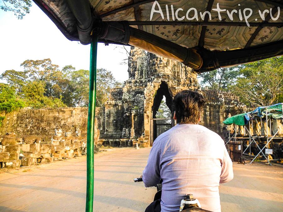 Вид из тук-тука Ангкор