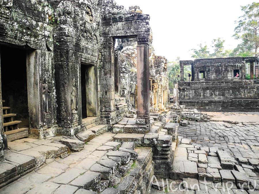 В храме Bayon
