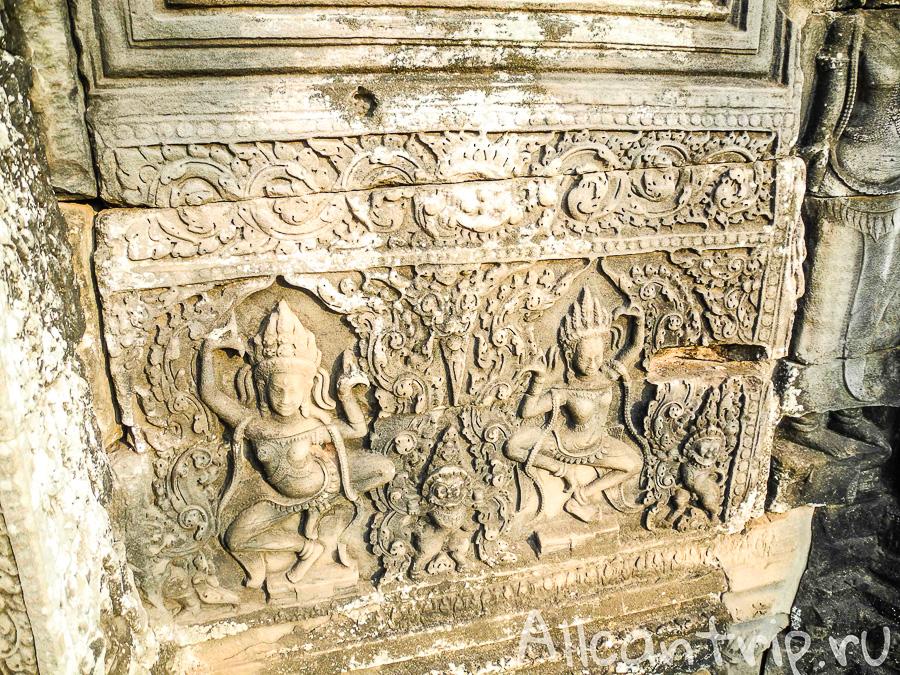 В храме Байон в Камбодже