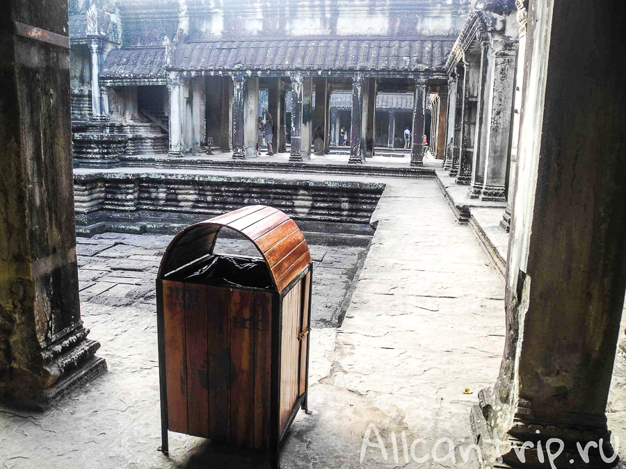 На территории Ангкор Ват