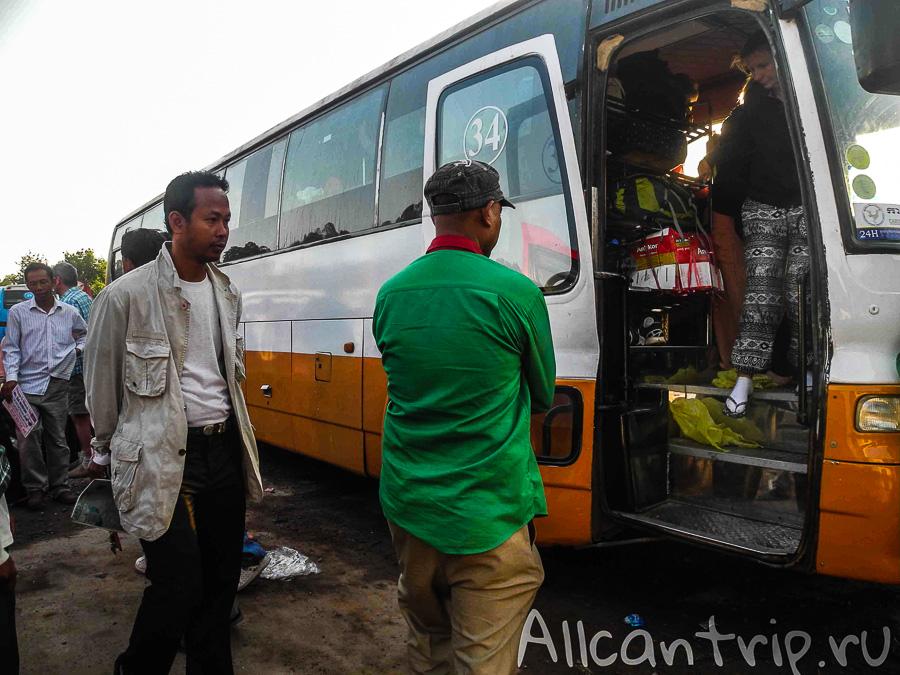 Автобус Sorya на автостанции Сиануквиля