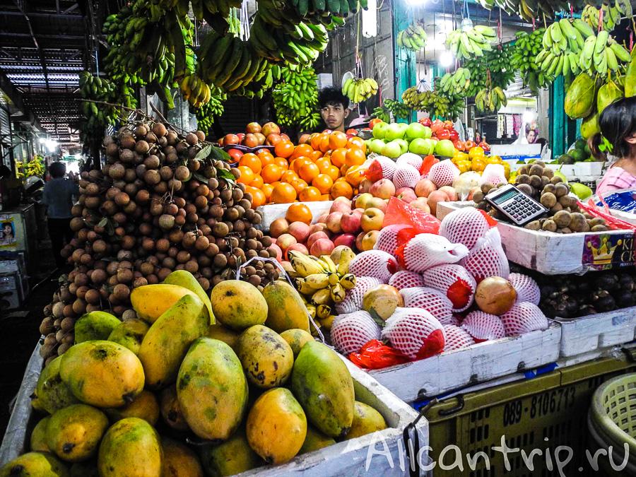 Экзотические фрукты на рынке Phsar Leu в Сиануквиле