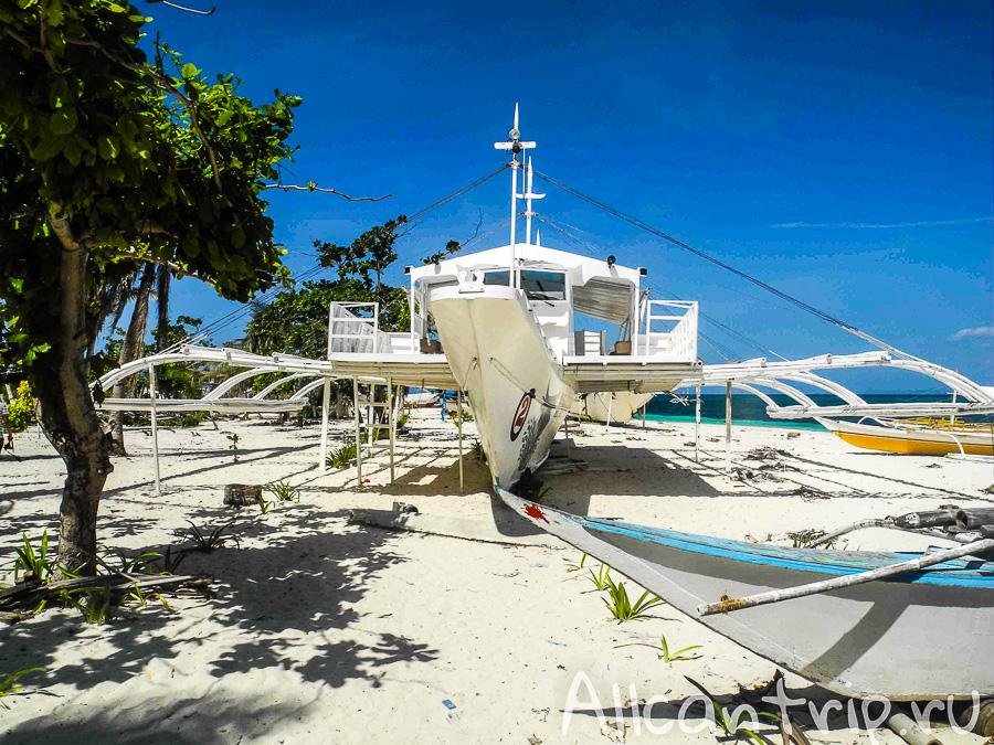 Лодка на острове Малапаскуа