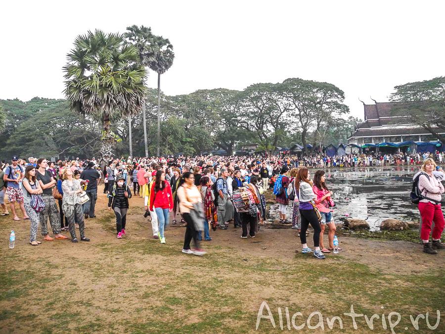 Толпа перед Ангкор Ват