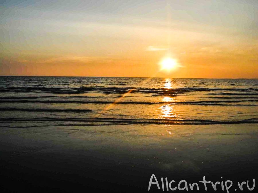 Пляж Serendipity в Сиануквиле, закат