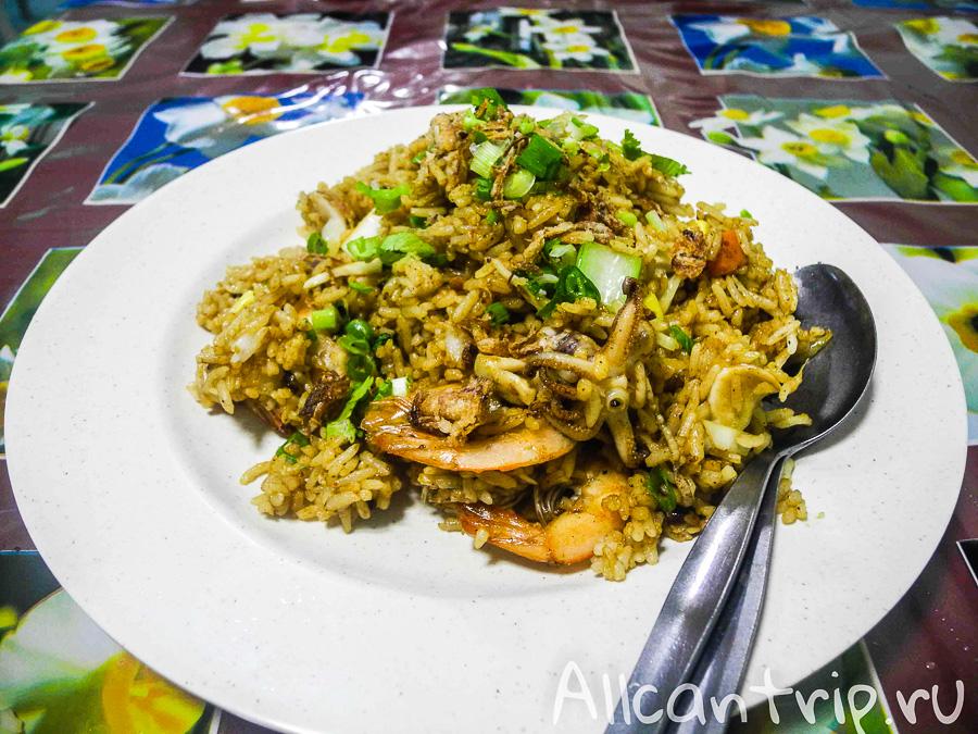 Nasi goreng жареный рис в Пенанге