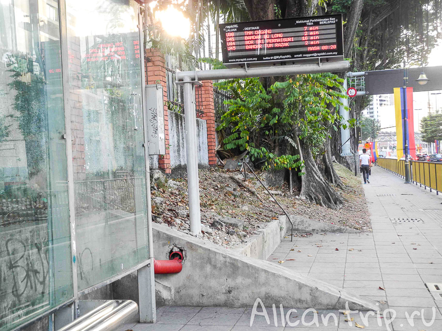 Автобусная остановка в Куала-Лумпур