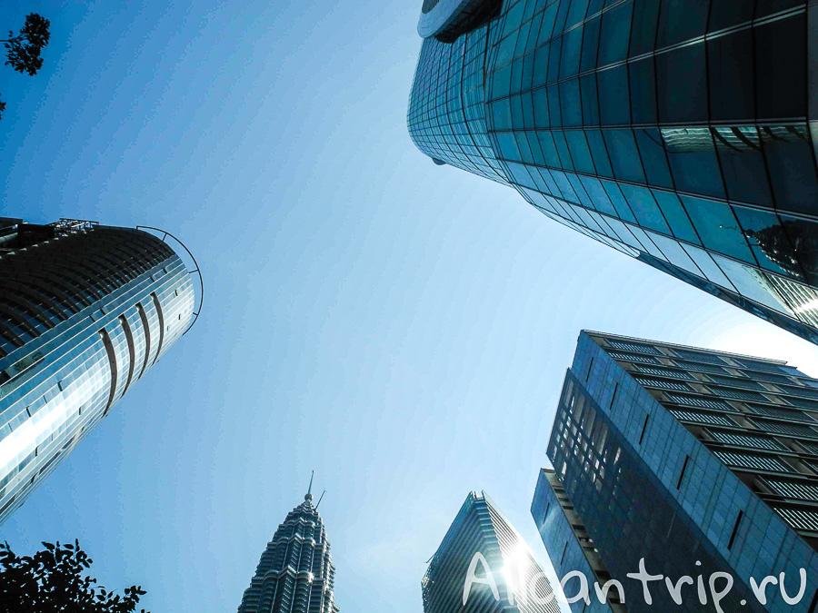 Небоскребы и небо в Куала-Лумпур