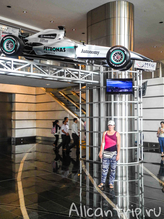 Petronas гоночный автомобиль