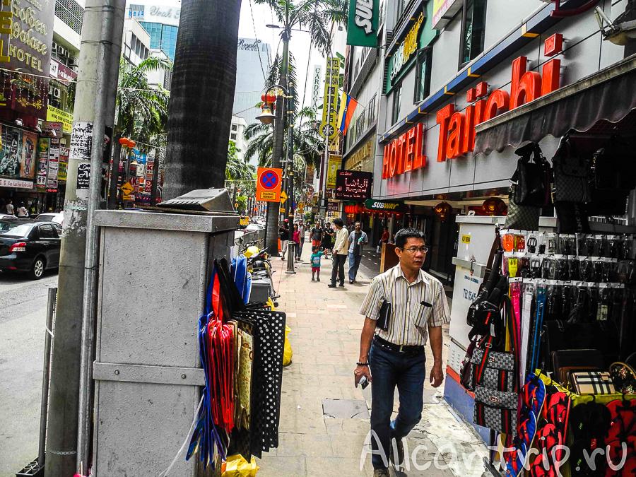 Шумная улица в Куала-Лумпур