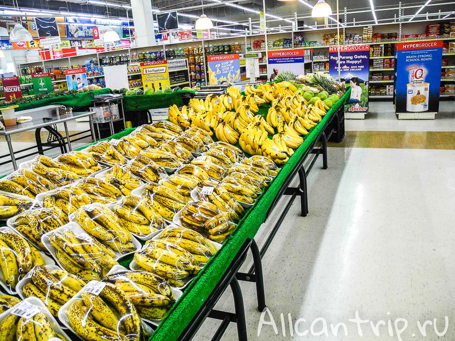 Много бананов в SM Hypermarket Себу