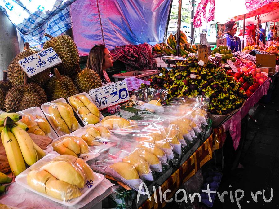 Фруктовый рынок на Самсен Роад (Samsen road) дурианы