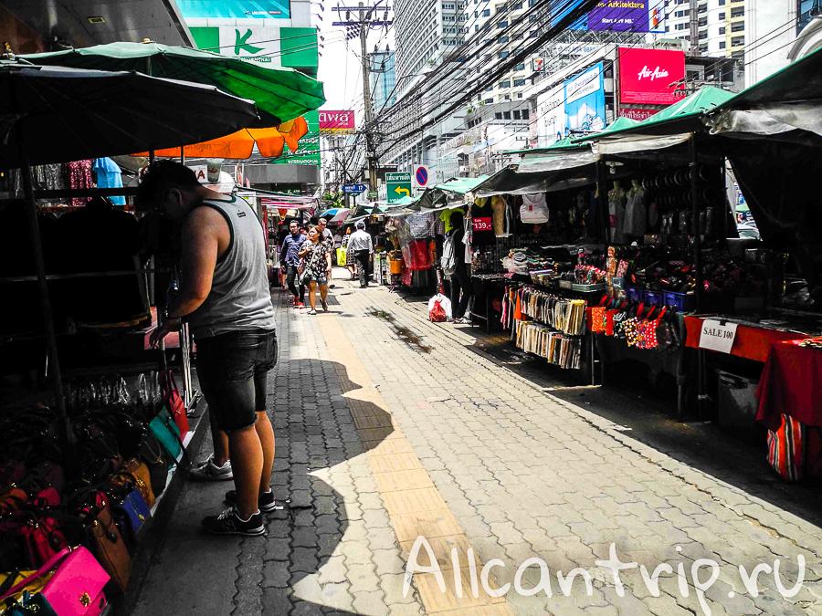 Уличный рынок в районе Пантип Плаза