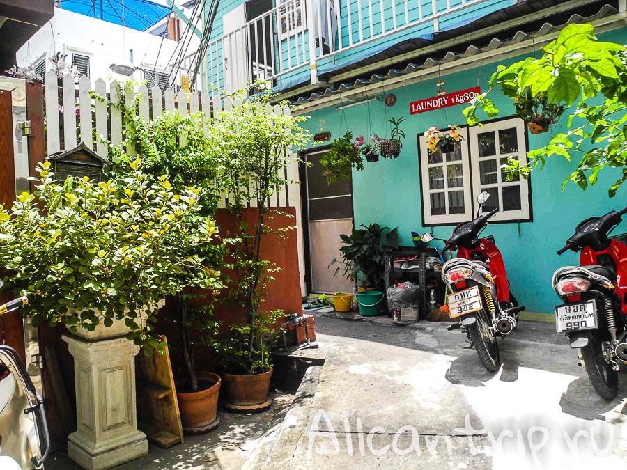White guesthouse Бюджетный гестхаус недалеко от Каосана