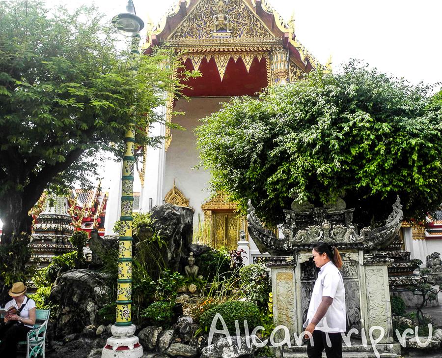 В храме Ват Пхо ( Храм Лежащего Будды) в Бангкоке