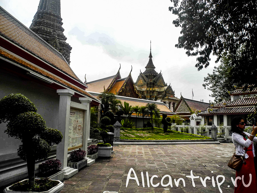На территории храма Ват Пхо ( Храм Лежащего Будды) в Бангкоке