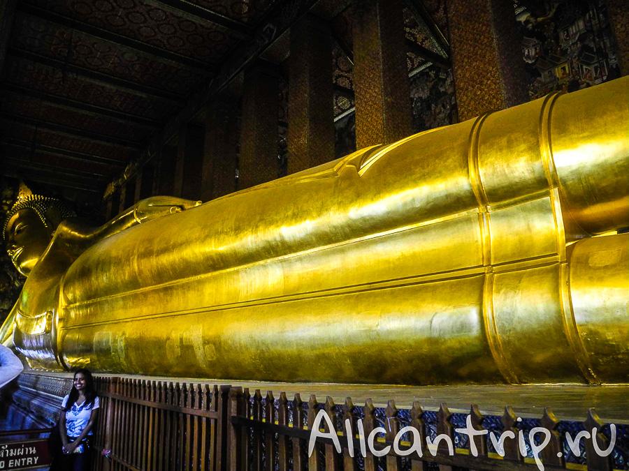 Статуя лежащего Будды в храме Ват Пхо в Бангкоке