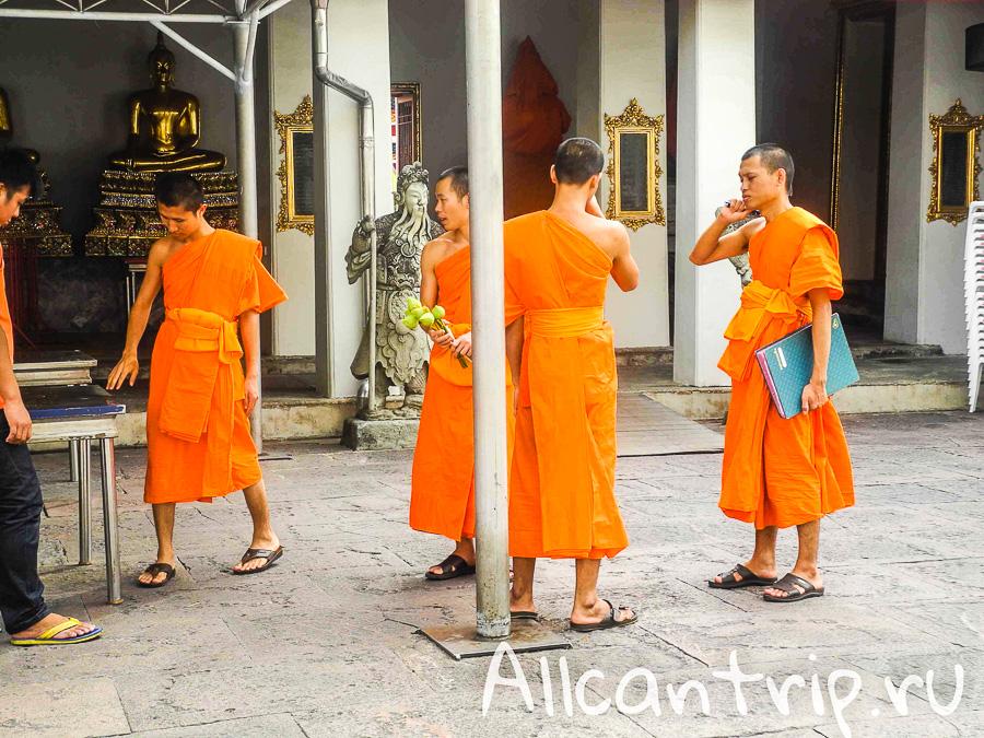 На территории храма Ват Пхо (Храм лежащего Будды) в Бангкоке
