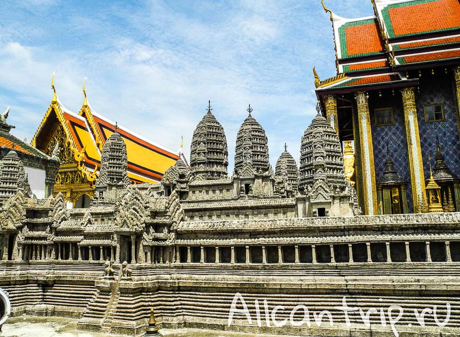 Модель Ангкор Ват на территории Королевского дворца в Бангкоке
