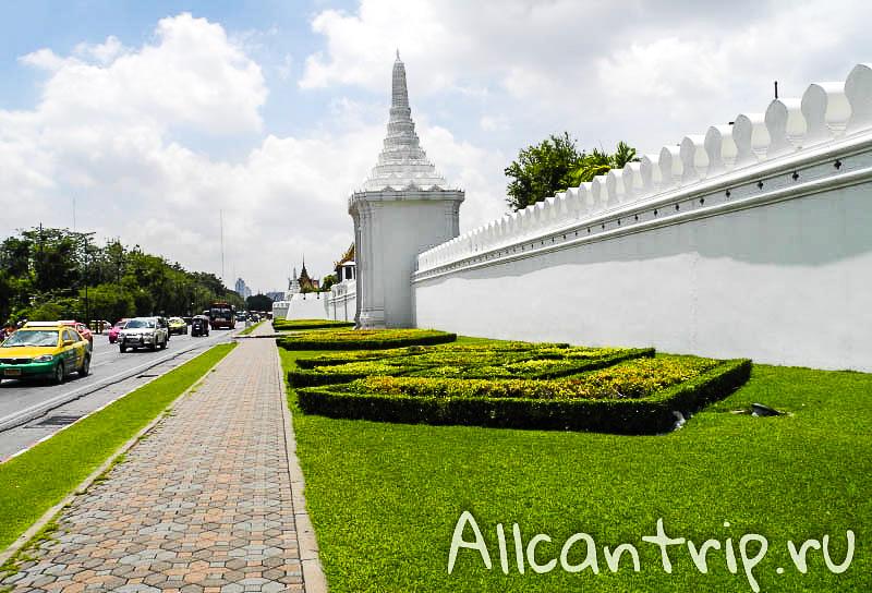 Стены Большого дворца в Бангкоке