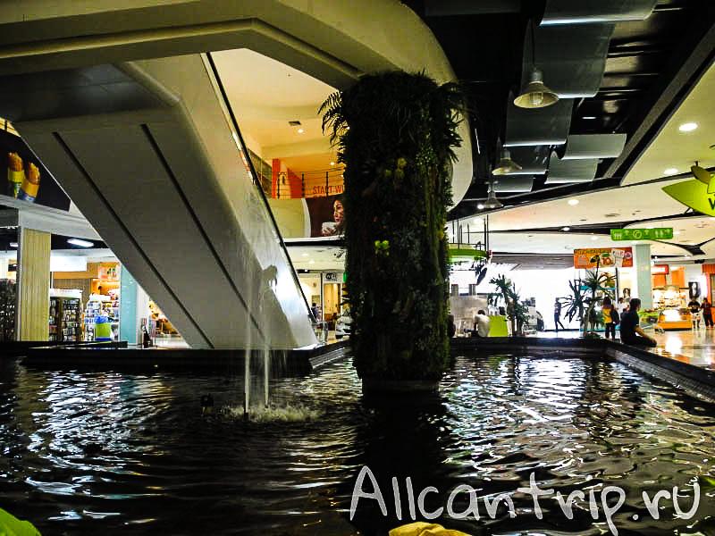 Фудкорт в Биг С в Бангкоке