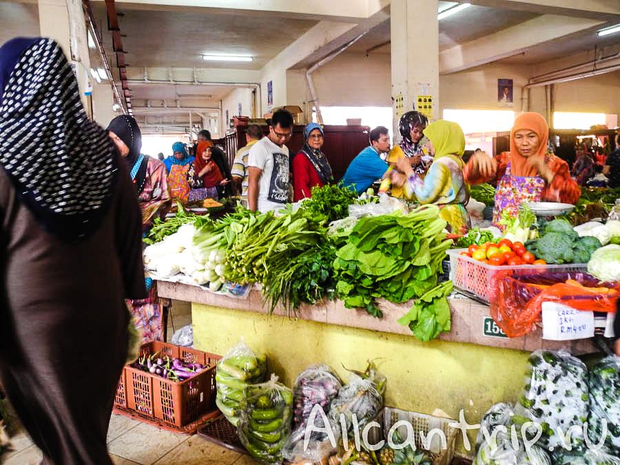 Зелень на прилавках в Кота-Бару
