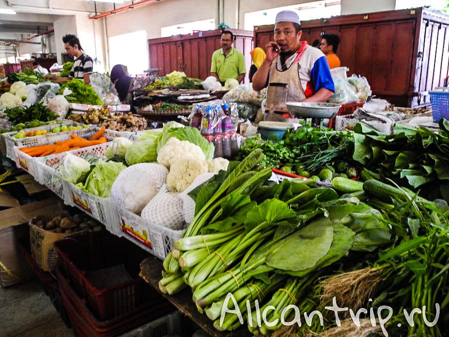Зелень на рынке в Кота-Бару