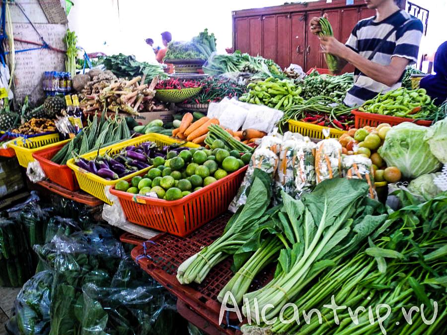 Овощи на рынке в Кота-Бару