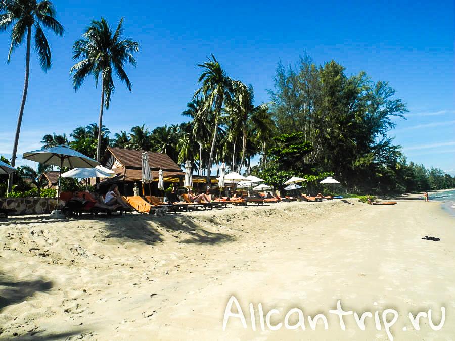 Берег пляжа Lipa Noi Samui