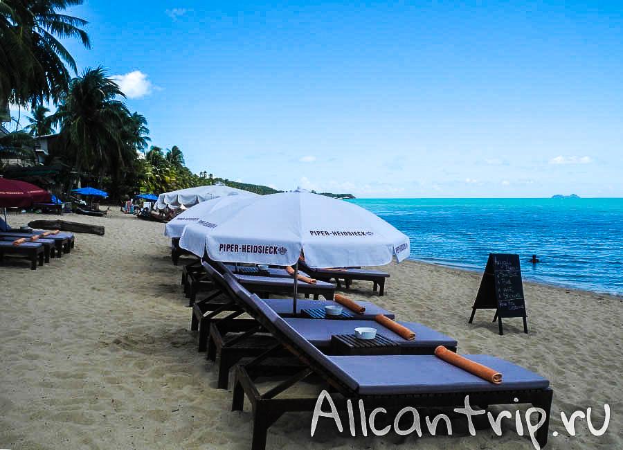 Лежаки на пляже Маенам Самуи