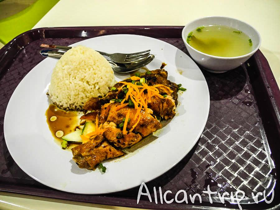 Еда на фудкорте теско Кота-Бару