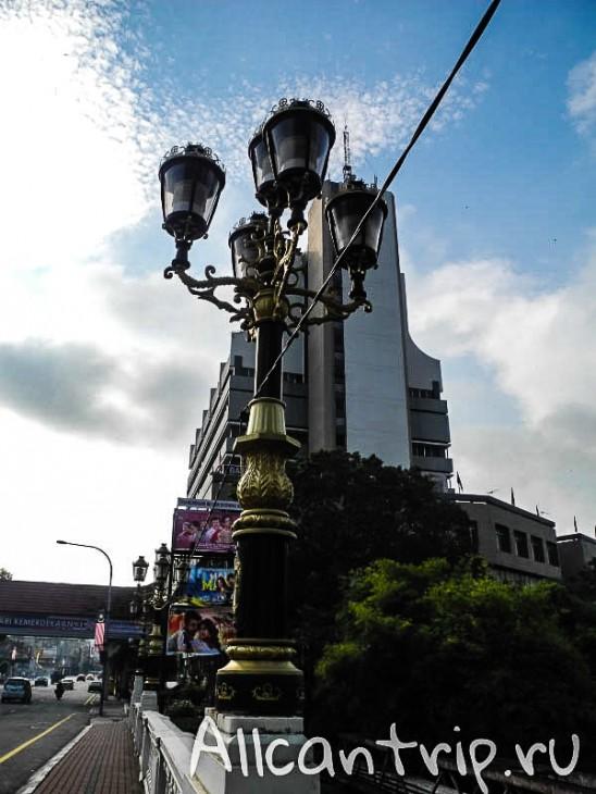 фонарь на улице малайского города Ипох