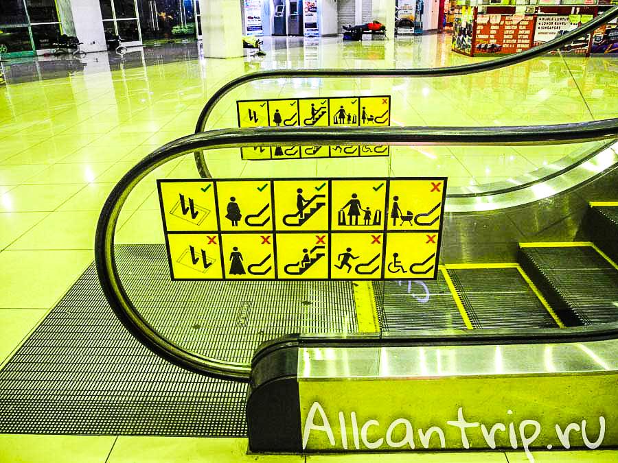Малайские правила на эскалаторах