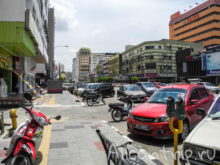 Оживленная улица Кота-Бару