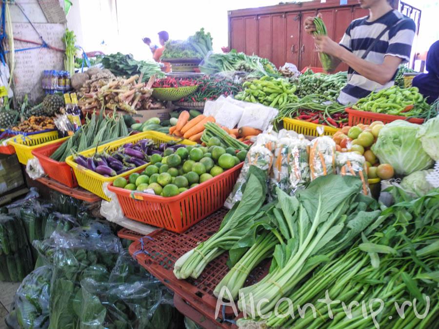 Овощи на местном рынке Кота Бару
