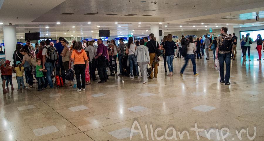 На паспортном контроле в аэропорту анталии