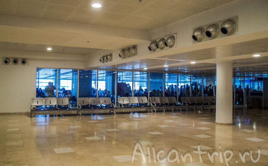 Зал ожидания в аэропорту анталии