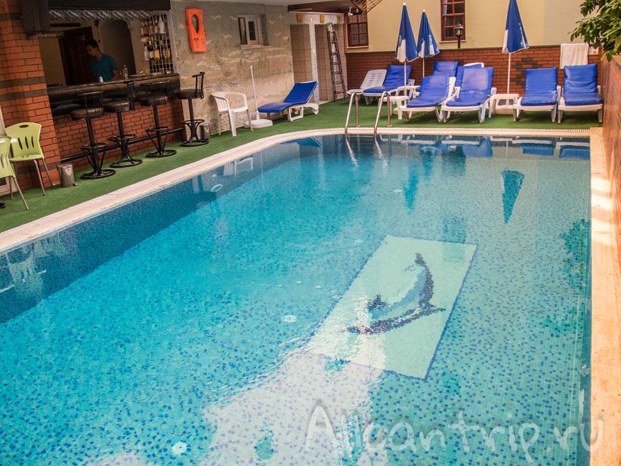 Бассейн в отеле Ozcan Hotel