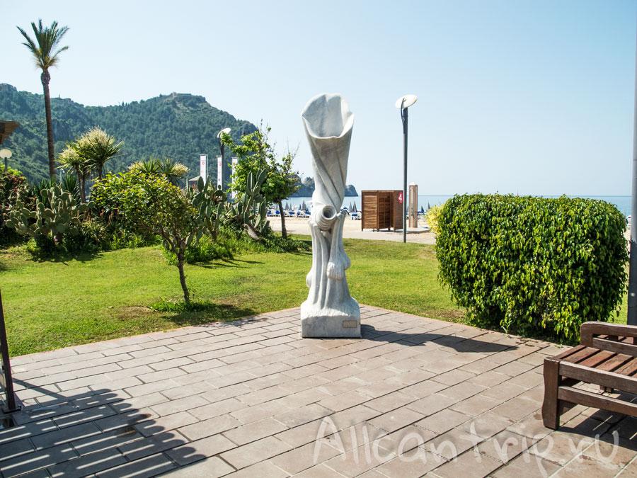 скульптура в парке Алании