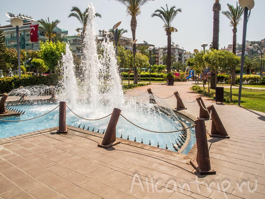 фонтан в парке Алании