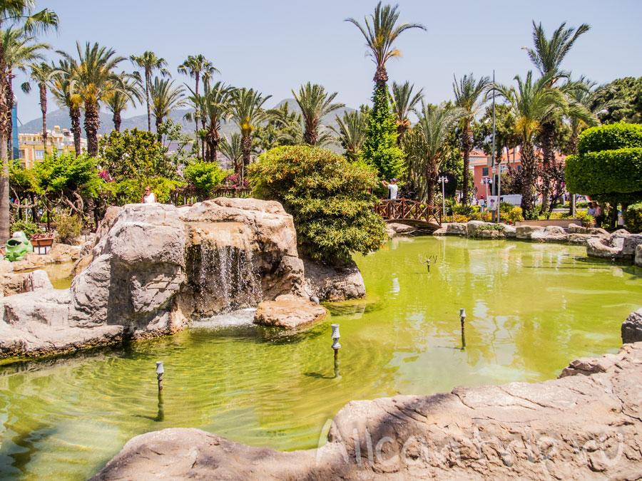парк в Алании рядом с пляжем Улаш