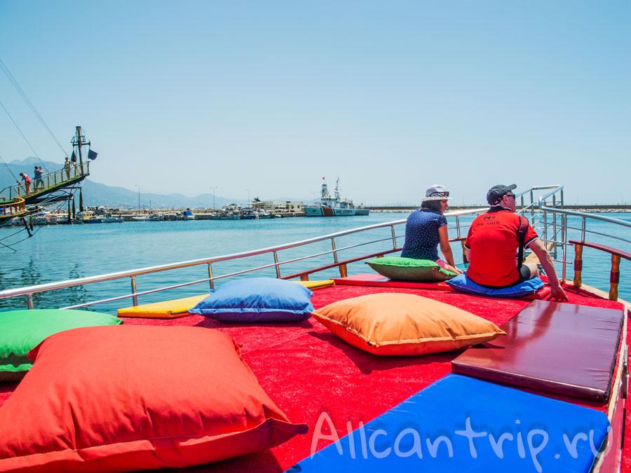 экскурсионный корабль в Алании