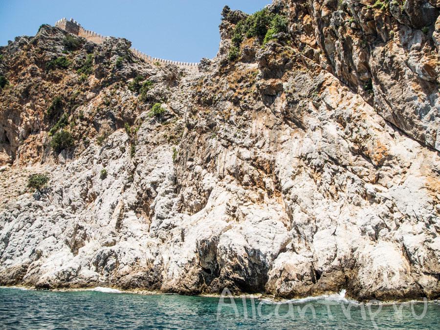 скалы Алании