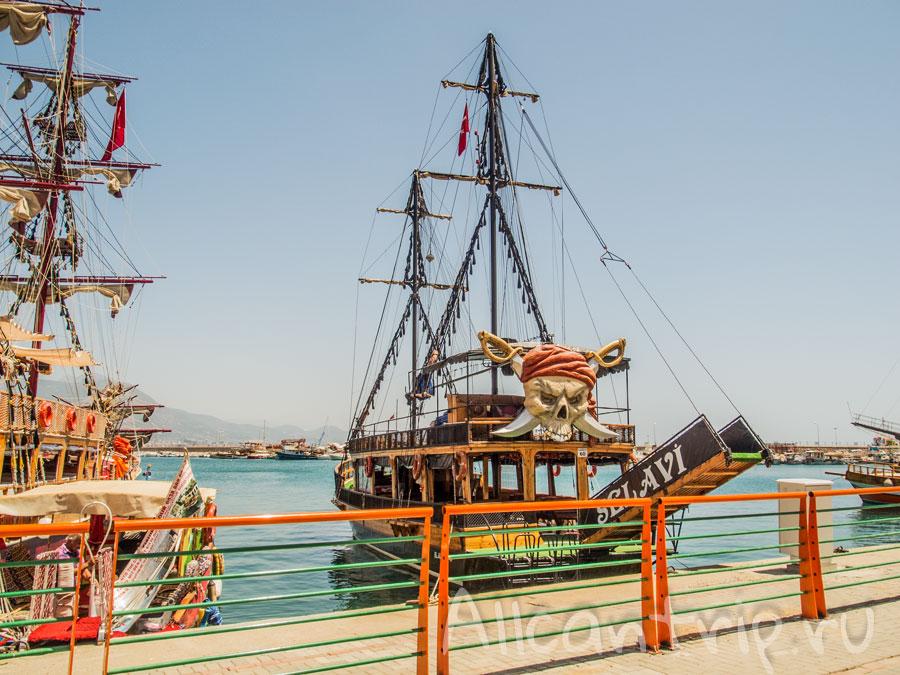 пиратский корабль Турция