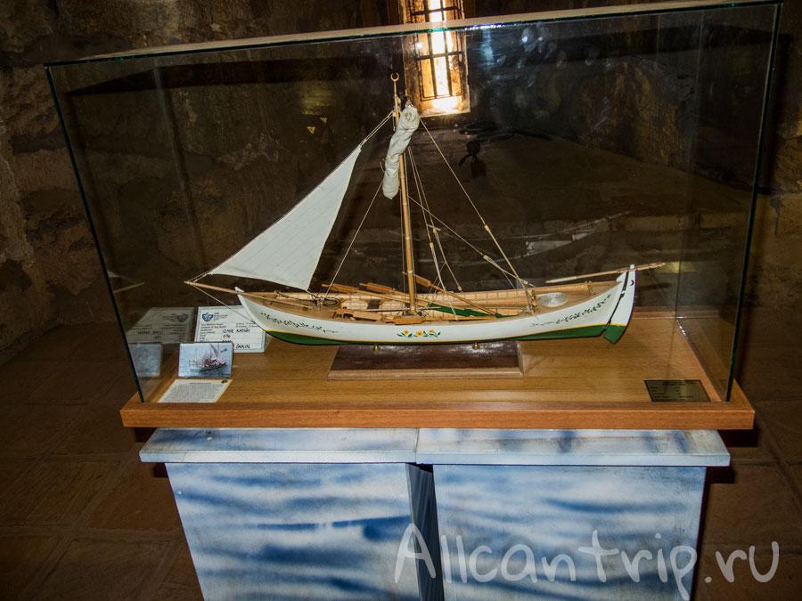 модели кораблей в красной башне алания