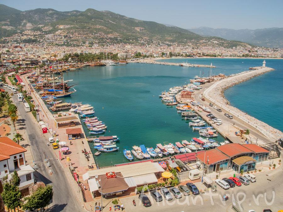 Вид на порт Алании
