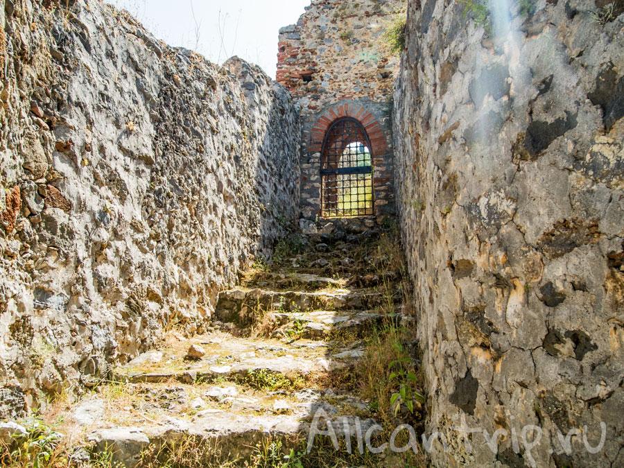 крепостные стены от кызыл куле
