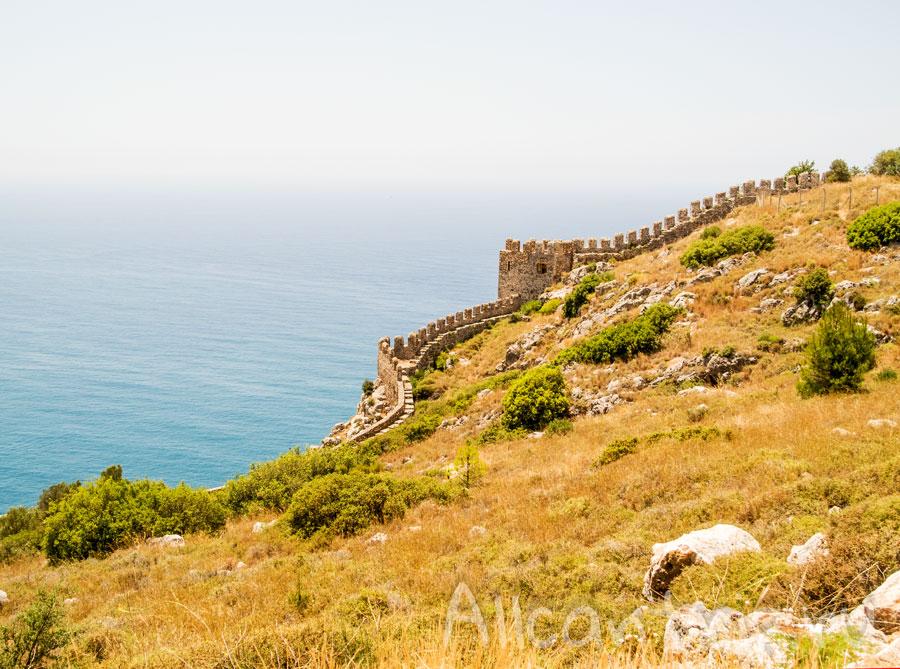 на территории крепости в Алании