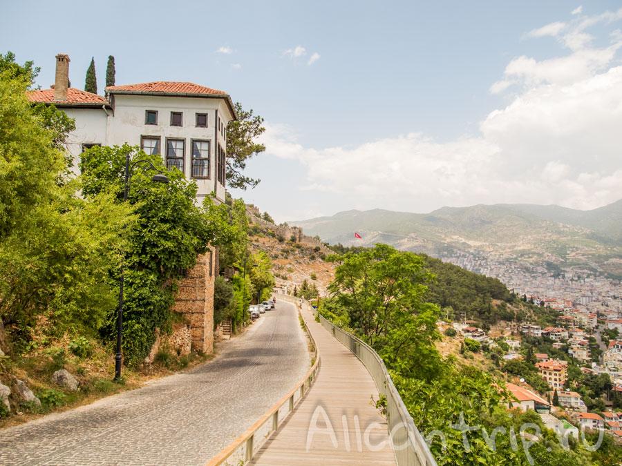 дорога с крепости Алании вниз