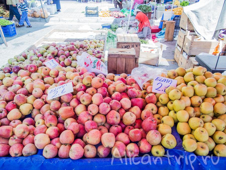 персики на базаре Алании